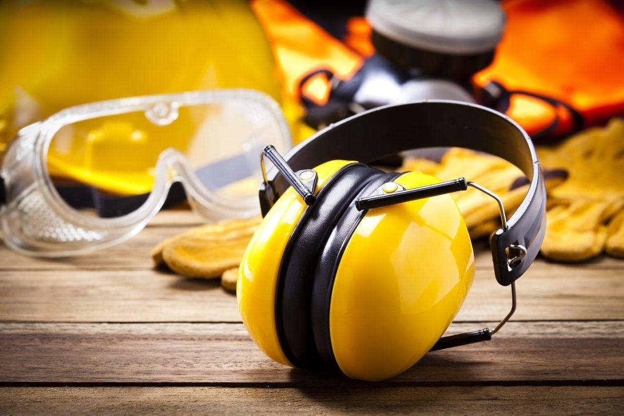 İş güvenliği için mansonlu kulaklık.