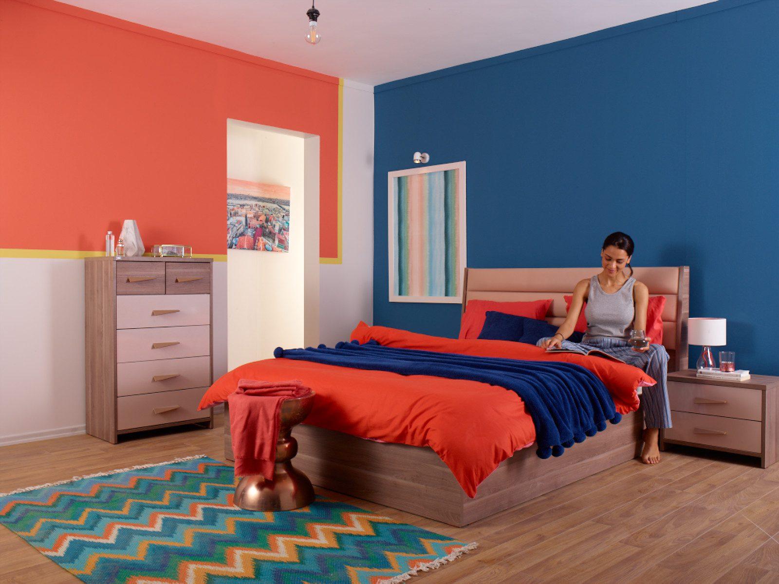 Evdeki odalarda trend renklerin kullanımı.