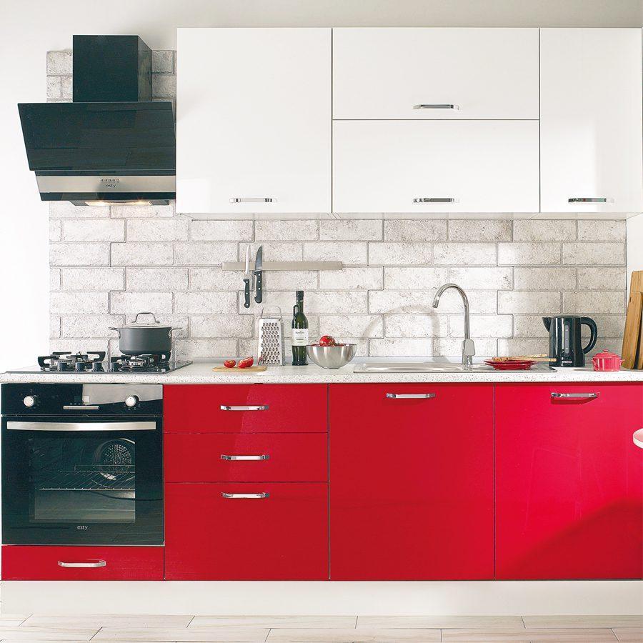Hazır mutfak dolaplarını montaj etmek.