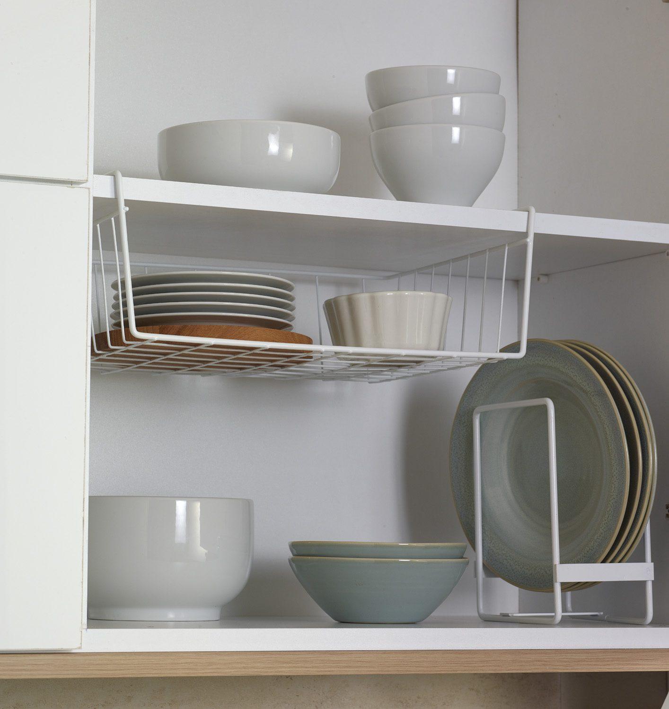 Mutfak dekorasyonu için pratik portatif raflar.