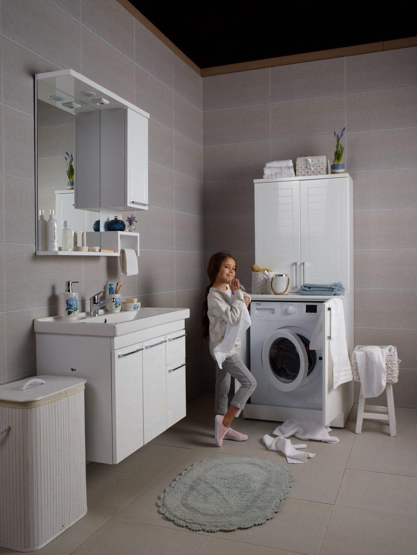 Çamaşır makineleri için dolaplar.