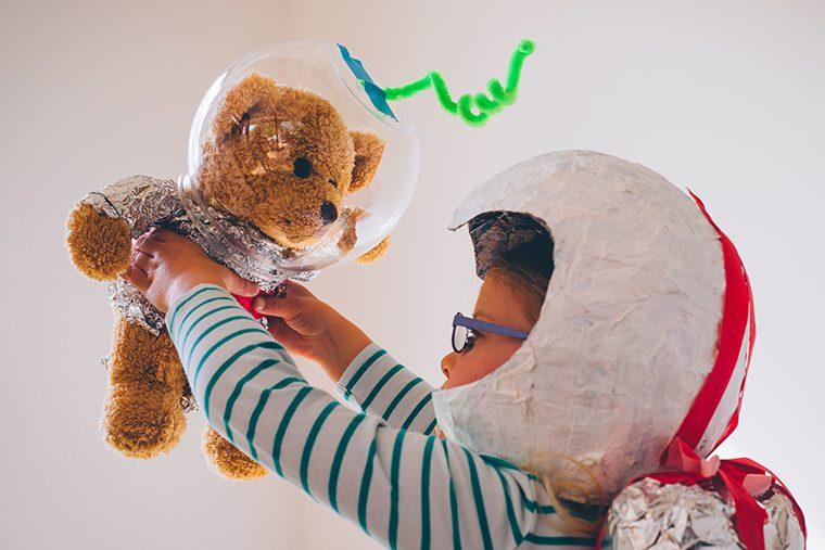 Çocuklara oyuncakları anımsatan ev eşyaları.
