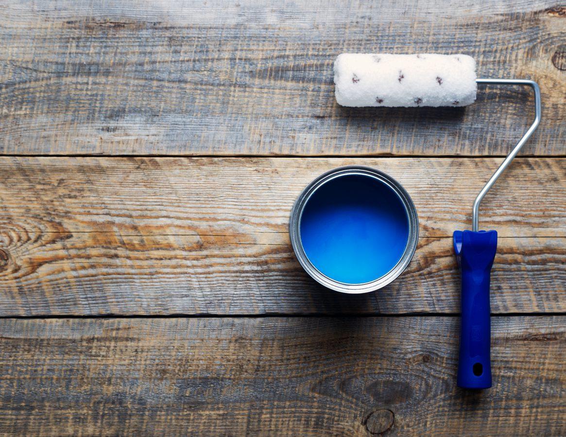 Evi boyamak için gereken malzemeler.