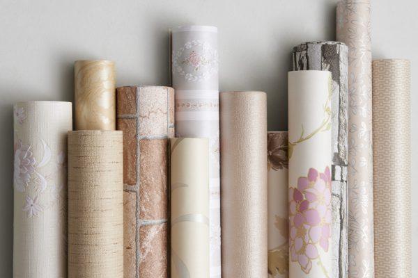 Duvar kağıdının eve uygulanması.
