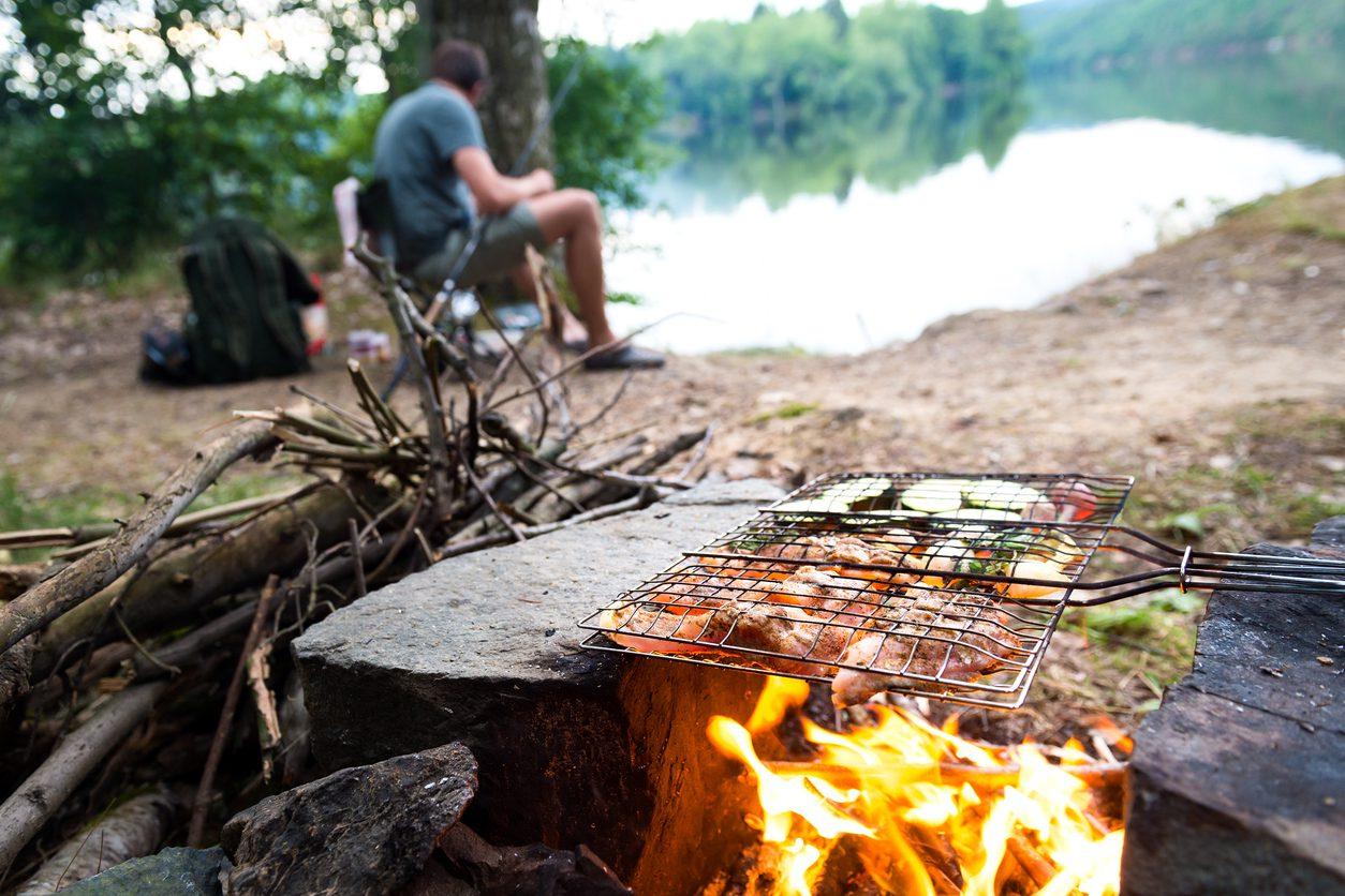 Kamp yaparken yeme-içme.