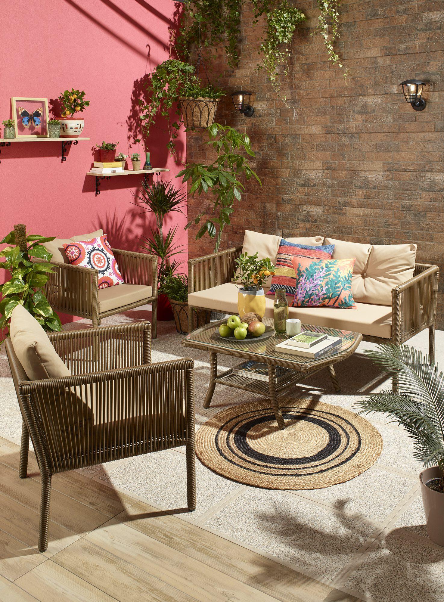 Rattan mobilyalar ile bahçenize renk katın.