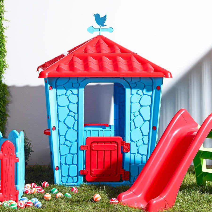 Çocuklar için taş ev.