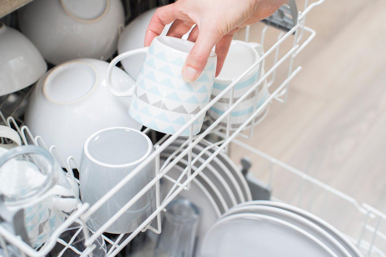 Bulaşıkları elde yıkamak tasarruf sağlar mı?