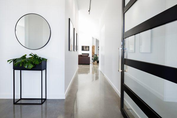 Evinizin her yeri şık olsun: Uygulayabileceğiniz 4 koridor dekorasyon fikri.