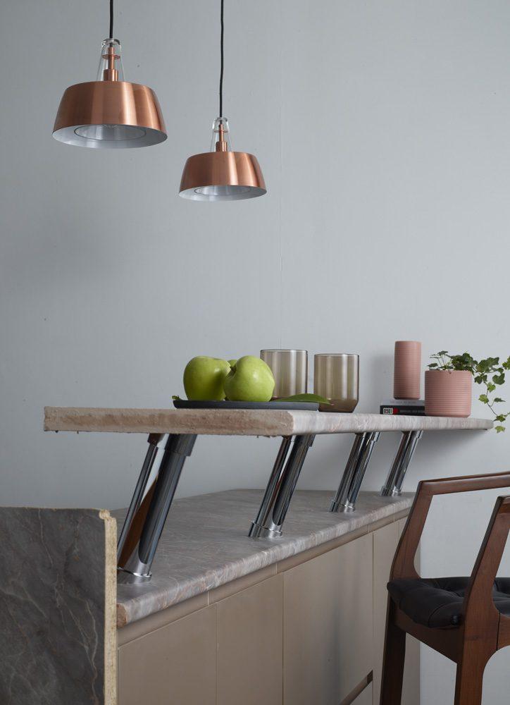 Küçük mutfak dekorasyonunda tercihinizi açılır-kapanır mobilyalardan yana kullanın.