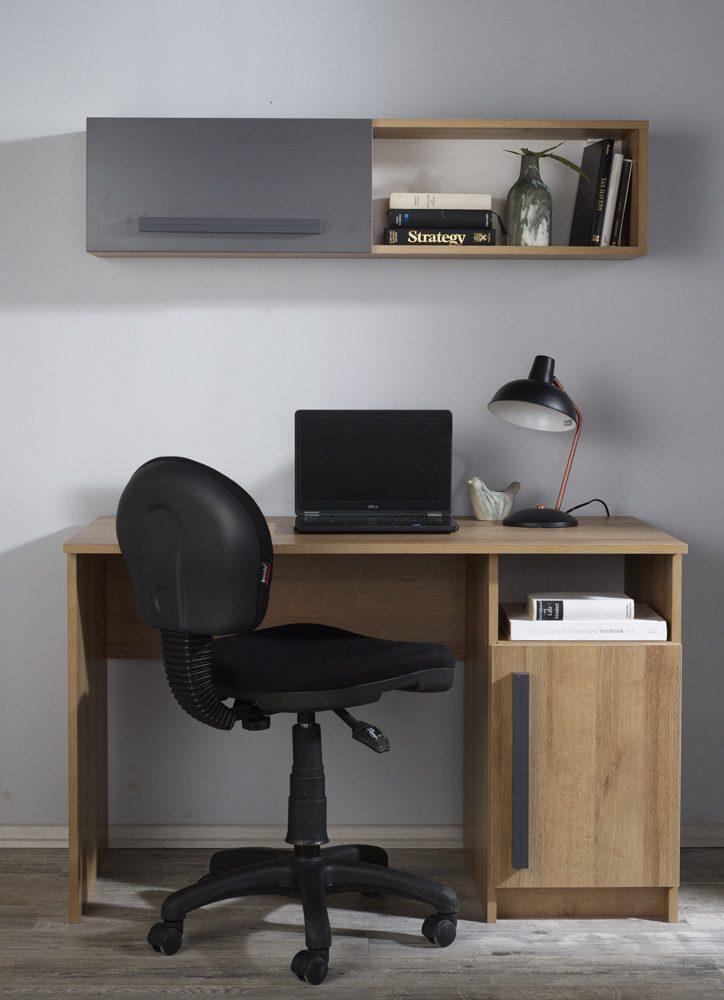 Çalışma masası ve çalışma sandalyesi olmadan olmaz.