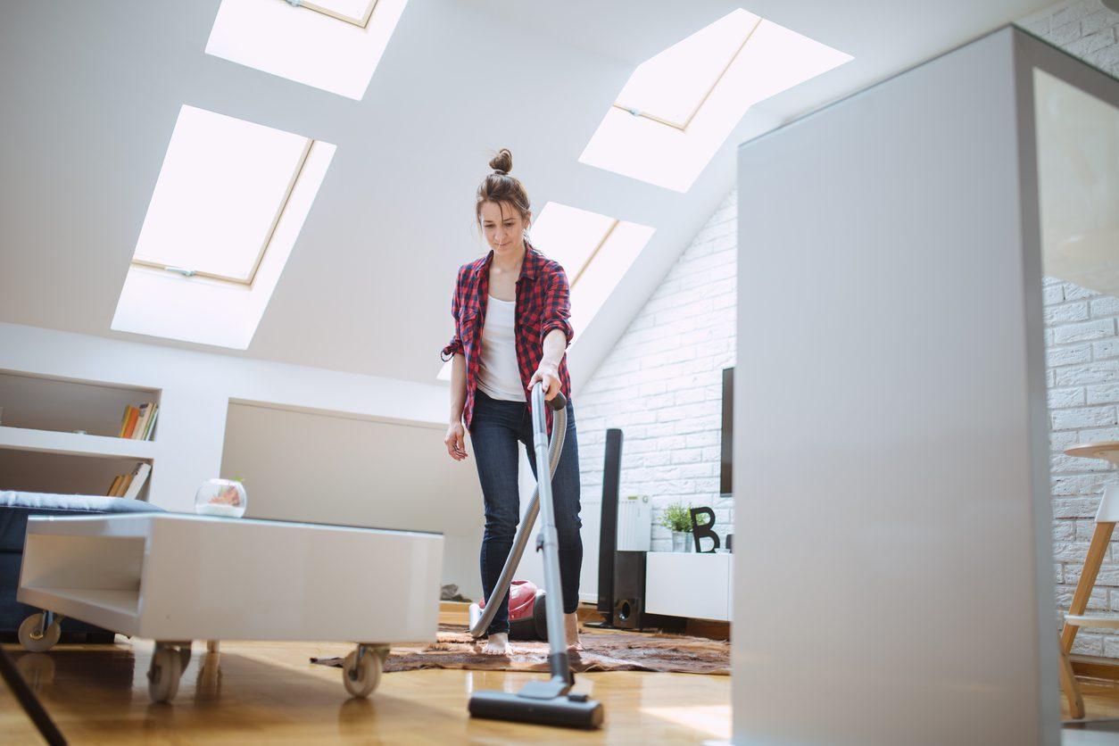 Tozlardan kurtulmak için evinizi sık sık temizleyin.