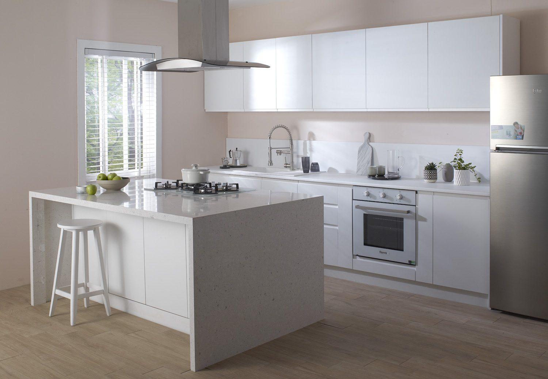 Beyaz tonlara sahip mutfak