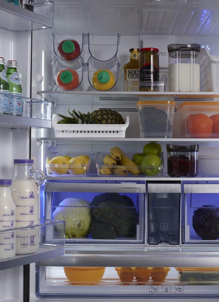 Buzdolabına dizilmiş gıdalar